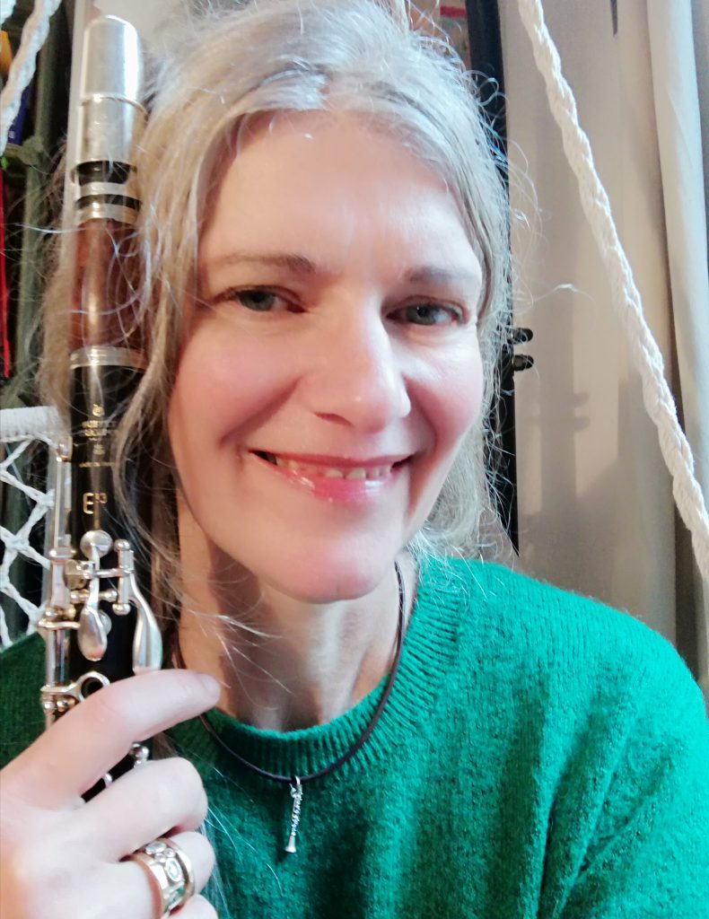 Julie Hunger mit Klarinette